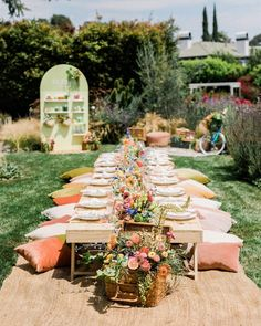 Step into the summer garden picnic 💐🌼 despite it being a million degrees this was the perfect afternoon - and this gorgeous tablescape in the middle of the grass gave me so many party ideas! Photos by @valoriedarling California Outfits, California Style, Garden Picnic, Summer Garden, Daily Beauty Routine, Beauty Routines, Bar Set Up, Entertainment Center Decor, Home Landscaping