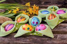 Ihr Lieben, Ostern steht vor der Tür und meine Anleitung für ein Eierkörbchen und meine Last-Minute-Osterdekovorschläge stehen bei euch hoch im Kurs. Das freut mich wirklich sehr. :-) Danke, Danke…