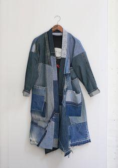Diy Jeans, Jeans Material, Denim Mantel, Jean Diy, Thrift Store Refashion, Denim Patchwork, Crazy Patchwork, Newspaper Dress, Mode Jeans