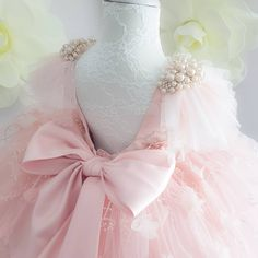 No photo description available. Baby Girl Party Dresses, Birthday Dresses, Little Girl Dresses, Girls Dresses, Flower Girl Dresses, Kids Gown, Gowns For Kids, Baby Girl Dress Patterns, Baby Gown
