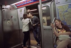 Photographer Spends 30 Years Capturing Kissing Couples of New York City... S.O.M.F | Some Of My Finds