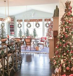Are you searching for inspiration for farmhouse christmas decor? Browse around this site for perfect farmhouse christmas decor images. This unique farmhouse christmas decor ideas looks superb. Decoration Christmas, Farmhouse Christmas Decor, Noel Christmas, Merry Little Christmas, Primitive Christmas, Country Christmas, Holiday Decor, Holiday Wreaths, Christmas Cactus