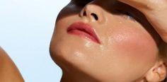 Hello les beauties !! ✨ Un nouvel article est en ligne !! 📲💻 Dans lequel je vous parle d'un souci récurrent des peaux mixtes à grasses et je vous donne mes astuces pour que votre makeup tienne toute la journée : 💁 Bref pour briller sans brillance ! ✨ Bon weekend !! 💋