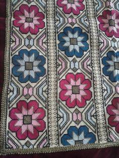 Cross stitch Cross Stitch Designs, Cross Stitch Patterns, Needlepoint Pillows, Bead Loom Bracelets, Loom Beading, Cross Stitch Embroidery, Bohemian Rug, Needlework, Weaving