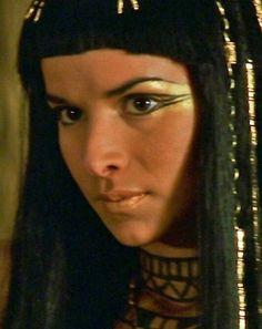 Patricia Velasquez as Anck-Su-Namun from The Mummy Egyptian Eye Makeup, Egypt Makeup, Cleopatra Makeup, Egyptian Beauty, Egyptian Goddess, Makeup Inspo, Makeup Art, Makeup Inspiration, Body Makeup