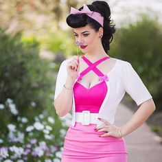 """Loved this outfit! ❤️ love how she mixed the pinks :)  photography by @elizabethjphotographer, top and belt by @pinupgirlclothing, skirt by @honeylamour, cardigan from Jacqui E and…"""