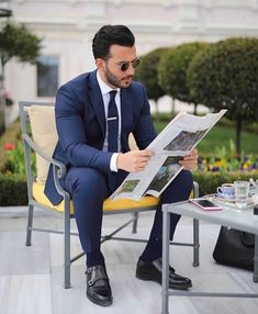 A Beginners Guide to Choosing, Buying, and Wearing a Men's Suit ~ Fashion & Style Mens Fashion Suits, Mens Suits, Men's Fashion, Classic Fashion, Classic Man, Fashion Trends, Blue Suit Men, Blue Suits, Men's Business Outfits
