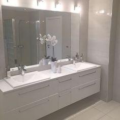 Personalize your home decoration with pretty digital printables. Bathroom Colors Gray, Modern Bathroom Tile, Small Bathroom, Bathroom Ideas, Bathroom Renos, Bathrooms, Marble Interior, New Interior Design, Bathroom Vanity Makeover