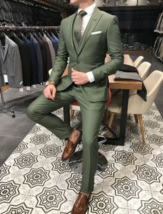20 Flattering Mens Office Attire in Earthy Colors to Look. Informations About 20 Flattering Mens O Green Wedding Suit, Summer Wedding Suits, Vintage Wedding Suits, Green Suit Men, Classy Suits, Classy Style, Classy Men, Blazer Outfits Men, Suit Combinations