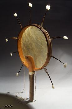 Hand drum Yup'ik. Smithsonian.