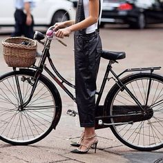 Women's White Crew-neck T-shirt, Black Leather Overalls, Black Studded Leather Pumps, Black Headband Cycle Chic, Leather Overalls, Black Overalls, Anjou Velo Vintage, Velo Retro, Retro Bike, Dutch Bike, Stockholm Street Style, Outfits Damen
