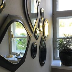 Mirrors in oxidized brass is a delight to the eye 👁 Mirrors, Brass, Eye, Furniture, Home Decor, Decoration Home, Room Decor, Home Furnishings, Home Interior Design