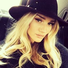 Donning a wide-brimmed hat, Rosie takes a stylish Instagram selfie.