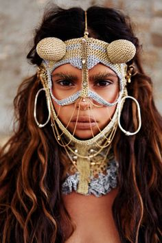 Are you heading to Burning Man this year? If you are, then here are a few things to consider. First, do you own a feathered headdress? Samantha Harris, We Are The World, People Around The World, Ethno Style, Tribal Style, Bohemian Style, Aboriginal People, Schmuck Design, Interesting Faces
