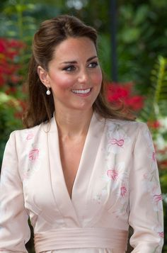 Pin for Later: These Are the Earrings That Kate Middleton Wears With Everything September 2012 Visiting the Singapore Botanical Gardens.