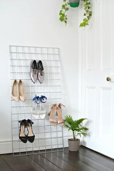 Check out Creative Shoe Storage Ideas For Small Spaces. Here at The Architecture Designs, browse all shoe storage ideas for small spaces. Shoe Storage Display, Diy Storage, Extra Storage, Diy Shoe Rack, Shoe Racks, Tiny Closet, Creative Shoes, Rack Design, Shoe Organizer