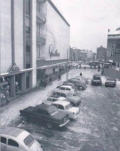 Grand Bazar rond 1960, met nog auto'sop de huidige Promenade