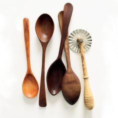 11 Beautiful Kitchen Tools to Make Cooking Even Better Beautiful Kitchen Tools The next wave of food artisans are making rolling pins and hand-thrown mortars and pestles. Here, their gorgeous creations. Best Kitchen Knives, Kitchen Tools, Kitchen Gadgets, Kitchen Stuff, Basic Kitchen, Little Kitchen, Old Kitchen Tables, Wooden Kitchen, Storing Spices