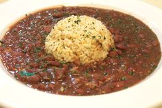 Red Beans and Rice This southern style red beans and rice recipe is slow cooked to perfection. A delicious dish to serve as a side or main course! - Slow Cooker Red Beans and Rice Healthy Recipes, Bean Recipes, Mexican Food Recipes, Vegetarian Recipes, Vegan Soul Food Recipes, Soul Food Meals, Fish Recipes, Chicken Recipes, Recipes Dinner