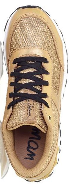 Glittery gold sneakers? Yes, please! #gold #wishlist #fashion