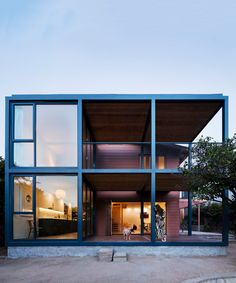 productora preserves the character of a los angeles bungalow with gridded addition Steel Frame House, Steel House, Steel Building Homes, Building A House, Plans Architecture, Architecture Design, Landscape Architecture, Steel Structure Buildings, Modern Buildings