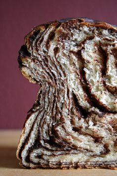 """""""Mit Essen spielt man nicht!"""" Ok, meinetwegen. Aber als didaktisches Mittel ist es hoffentlich erlaubt. Stefanies Schokowirbelbrot ist nämlich hervorragend geeignet, geologische Vorgänge, die Millionen von Jahren dauern können, in ein paar Stunden ablaufen und sich hinterher dreidimensional ansehen zu können. Es geht um Falten. In der Natur sind gefaltete Gesteine natürlich imposanter als gefaltete Weiterlesen..."""