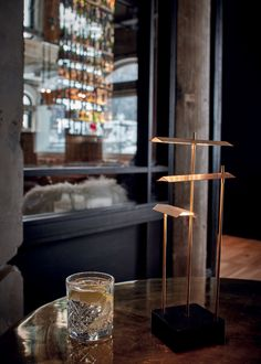 The KNOKKE table lamp belongs to the Éric de Dormael's collection. The reflections, shimmers, patterns and vibrations create dance off the walls. Éric de Dormael's creations bring forth images, they leave impressions and they provoke sensations.