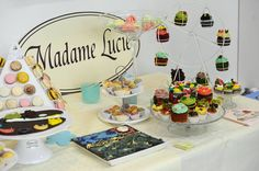 Macarons Madame Lucie a expus ieri la galeriile Elite Art Galerie. Artistul nostru, Chef Alain Fourneret, a fost foarte apreciat pentru arta sa. Operele celorlalti artisti le puteti admira inca la Elite Art Galerie. #macarons #madamelucie