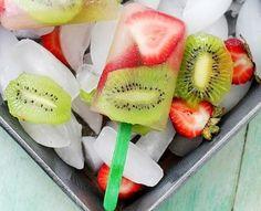 IJsjes recept met aardbei en kiwi. Zelf waterijsjes maken met fruit. Gezond en lekker!
