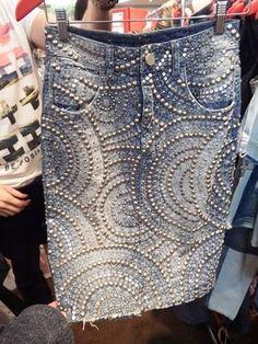 Altered and Studded Denim Mode Jeans, Denim Ideas, Denim Crafts, Mode Boho, Embellished Jeans, Altered Couture, Jeans Rock, Denim Outfit, Diy Clothing