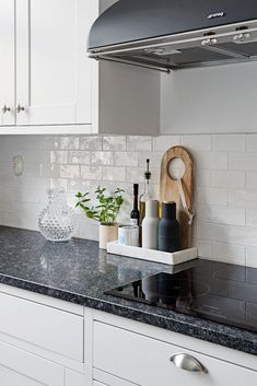 kitchen remodel small A beautiful kitchen corner via Menu Bottle Grinders in ash/carbon are now back in stock . Apartment Kitchen, Home Decor Kitchen, New Kitchen, Home Kitchens, Kitchen Dining, Kitchen Ideas, Kitchen Decorations, Kitchen Cabinets, Kitchen Backsplash