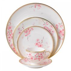 Wedgwood Spring Blossom 5-Piece Place Setting (275 CAD) ❤ liked on Polyvore featuring home, kitchen & dining, furniture and wedgwood
