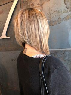 Reverse Bob Haircut, Bob Haircut For Fine Hair, Line Bob Haircut, Bob Hairstyles For Fine Hair, Cool Hairstyles, Short Angled Hair, Long Angled Bobs, Short Inverted Bob, Stacked Angled Bob