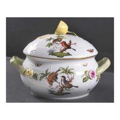 Herend Rothschild Bird (Ro) Bean Pot and Lid, Fine China Dinnerware, Hungary. Fine Porcelain, Porcelain Ceramics, Herend China, Fine China Dinnerware, Spode Christmas Tree, Bean Pot, Pot Lids, Bone China, Tea Set