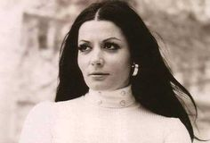 Ζωζώ Σαπουντζάκη: Όταν ο Ωνάσης πήγε να με φιλήσει πρώτη φορά έτρεμε σαν το ψάρι Woman Show, Cinema, Beautiful Women, Singer, Actresses, Actors, Film, Lady, Artist