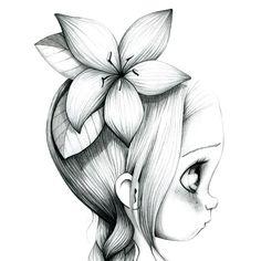 Une petite fille triste qui regarde au loin..... en espérant...