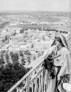Looking towards Jerusalem and the Temple Mount from the Mount of Olives in Palestine History, Palestine Art, Israel History, East Jerusalem, Jerusalem Israel, Naher Osten, Mount Of Olives, Dome Of The Rock, White City
