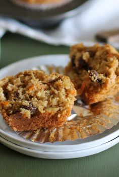 Paleo, Grain-free and refined sugar-free Morning Glory Muffins - Made with almond flour and pure maple syrup. Zucchini Muffins, Muffins Blueberry, Raisin Muffins, Banana Almond Flour Muffins, Carrot Muffins, Gluten Free Breakfasts, Gluten Free Desserts, Gluten Free Recipes, Paleo Muffin Recipes