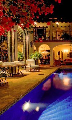 Hacienda San Angel -Puerto Vallarta Daily Moment of Zen: Hacienda Style Homes, Spanish Style Homes, Spanish House, Spanish Colonial, Spanish Revival, Living Pool, Mexican Hacienda, Design Exterior, Patio Interior