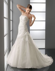 PAMELA - Organza and lace gown with beadwork, in ecru.
