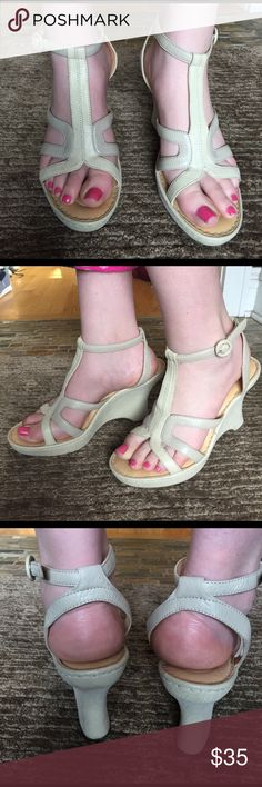 Women's sandals Only worn once! Lovely vintage looking tan sandals. Very comfy and stylish. Shoes Sandals