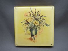 "VTG Large Powder Compact Lucite Yellow Flower Fifth Rex Avenue 3.5"" Square Nice!"