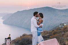 #weddingpropisal #ring #engagement #view #photoshoot #photooftheday #couple #kiss #hug #champain #looking #sunset #sea #red #yellow #sky #skylight #weddingideas #goals #lifegoals #bethere #visit #Greece #santorini #mykonos #ios #folegandros #santoriniphotographer #mykonosphotographer #katikieshotel #miltoskaraiskakis