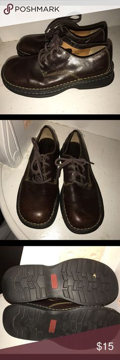 Born Size 8.5 Brown Lace Up Shoes Born Size 8.5 Brown Lace Up Shoes.  Shoes have been worn but are in very good condition.  Single owner smoke and pet free home. Please review all photos and ask questions prior to purchase. Born Shoes Flats & Loafers