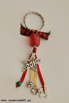 Γούρι16 μπρελόκ αστέρι Christmas Ideas, Christmas Crafts, Xmas, Christmas Ornaments, Air Dry Clay, Charmed, Diy Crafts, Gifts, Charms