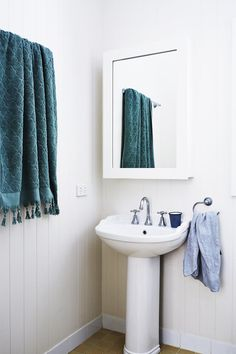 A pedestal sink does the trick in this busy family bathroom. | Photo: Christina Banos & Alicia Taylor | Story: Real Living