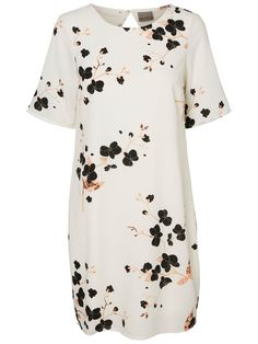 d32fee808255 This floral dress from VERO MODA just screams on summer.