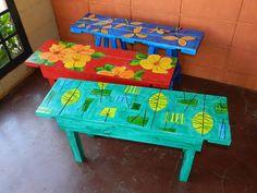 bancos feitos com pallets e pintados a mão . Preço por unidade