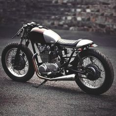 Yamaha XS650 Cafe Racervia fast-iron:combustible-contraptions