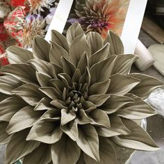 Clay Flowers, Ceramic Flowers, Clay Projects, Projects To Try, Paris Art, Flower Wall, Diy Art, Succulents, Ceramics Ideas